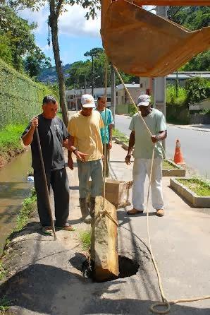 Reparo de galeria na Rua Dr. Oliveira, na Barra do Imbuí