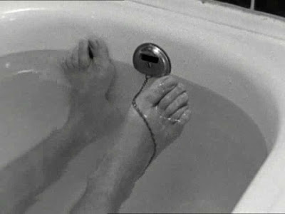 Wenders. Alice in the Cities. Fear bathtub scene 1
