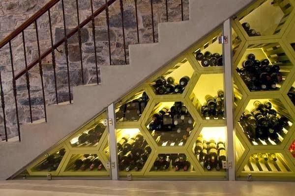 Aprovechar hueco de escalera, botellero
