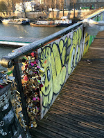 Boarding up Pont des Arts