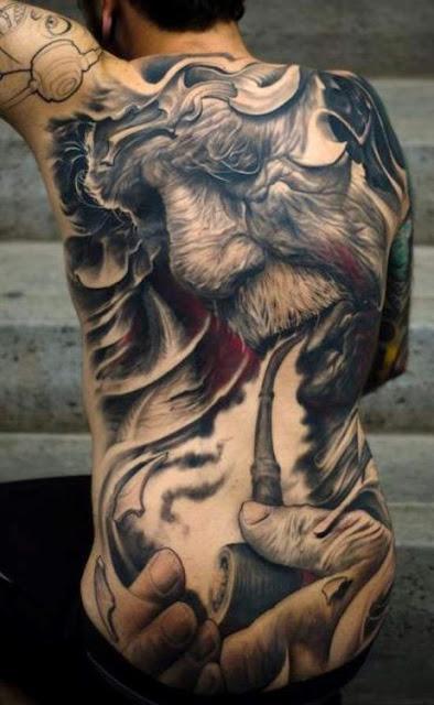 tatuaje anciano con pipa