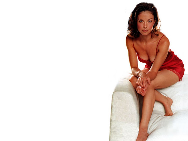 Hot Pictures of Ashley Judd
