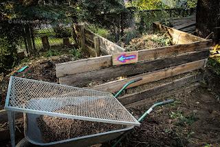 Doppelter Kompost im eigenne Garten