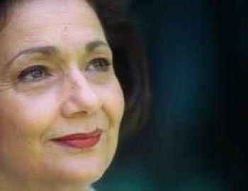 """سوزان مبارك تحيى المحتفلين بأعياد أكتوبر من شرفة """"المعادى العسكرى"""""""