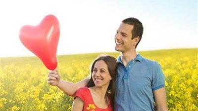 10 علامات تكشف وقوع الرجل في حب المرأة