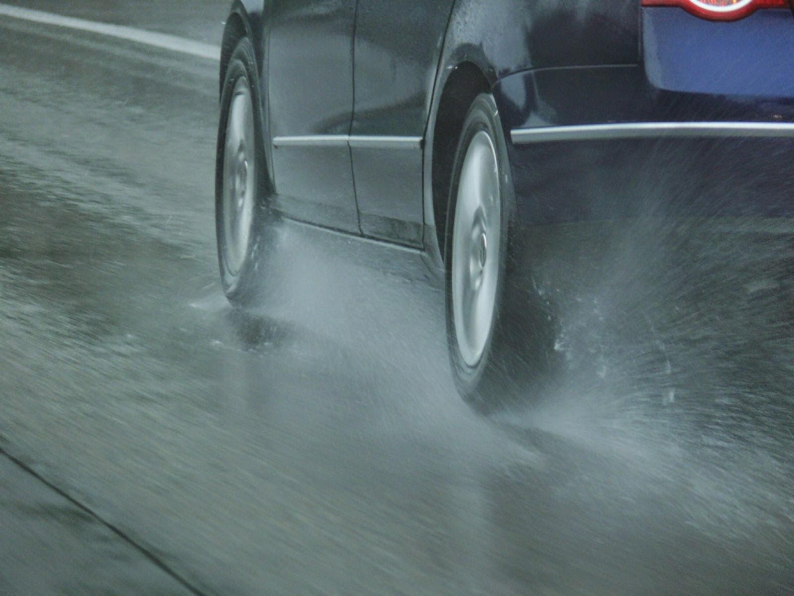 Evita derrapar en la lluvia! « #AUTOFAME Blog