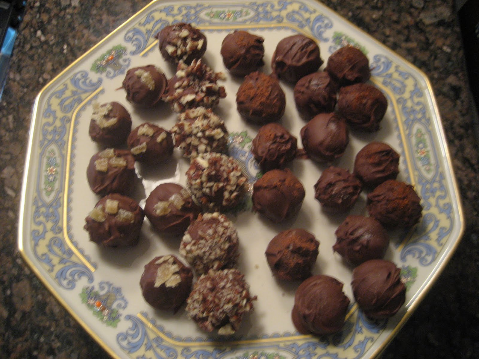 Kelly's Kitchen: Chocolate Truffles. Nom nom nom.