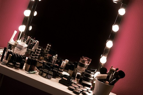 Sunshine designing my new makeup vanity room - Luces de camerino ...