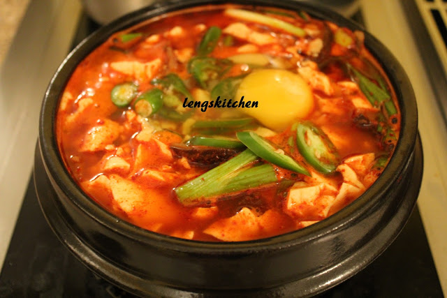 Kitchen Chaos: Soondubu Jjigae (Soft Tofu Stew) 순두부 찌개