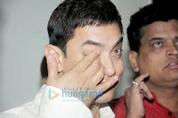 Aamir Khan interacts with KEM Hospital's doctors & patients