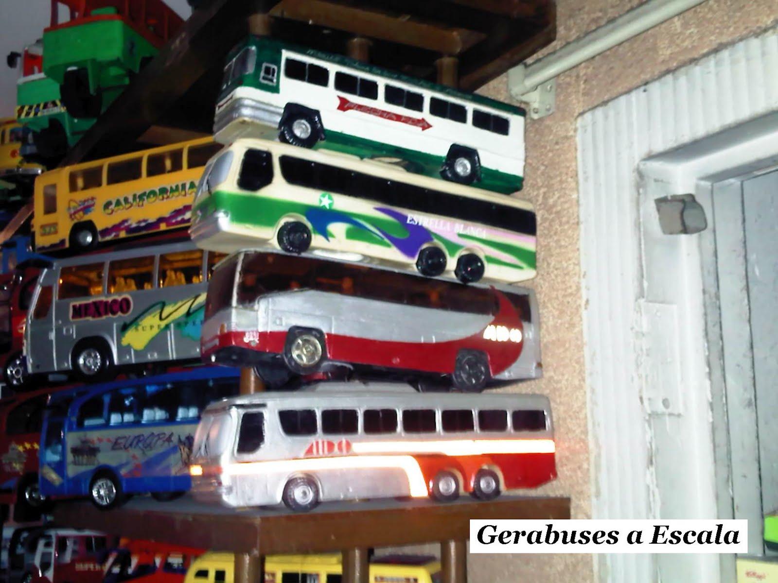 Autobuses de dina fotografias 37