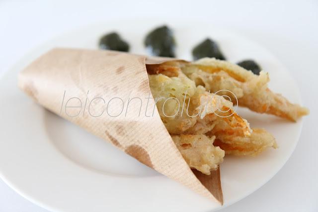 lui: fiori di zucchina pastellati