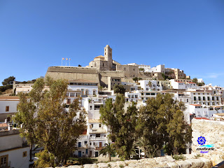 IBIZA - EIVISSA - Dalt Vila con la Catedral en la cima de la acrópolis
