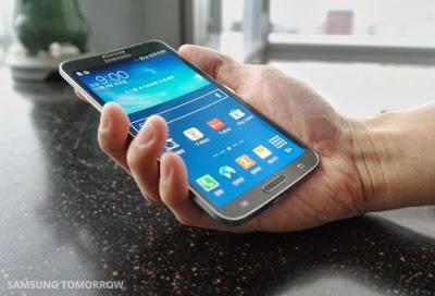 Samsung Galaxy Round layar fleksible