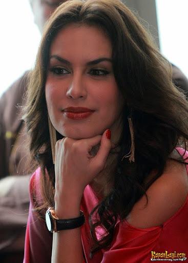 Gambar Bugil Sexy Milf Sophia Mueller