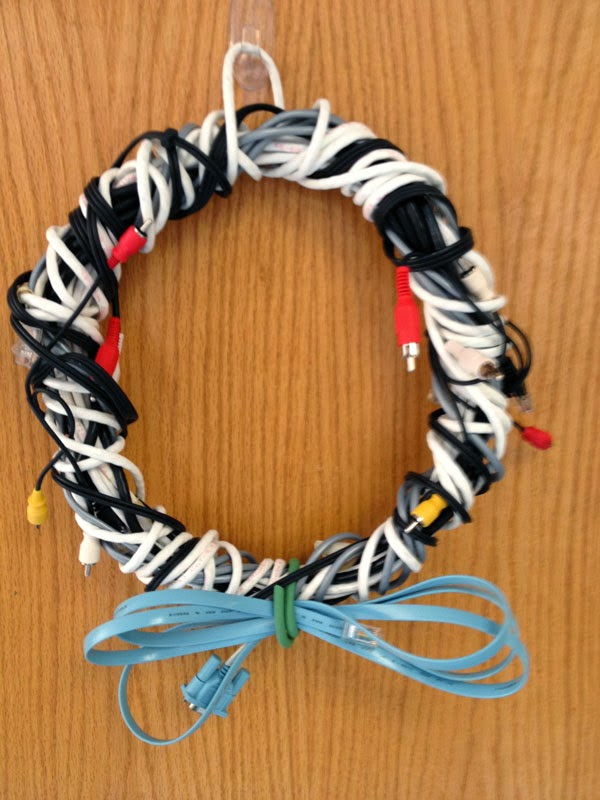 Creative Christmas wreath from wire cords