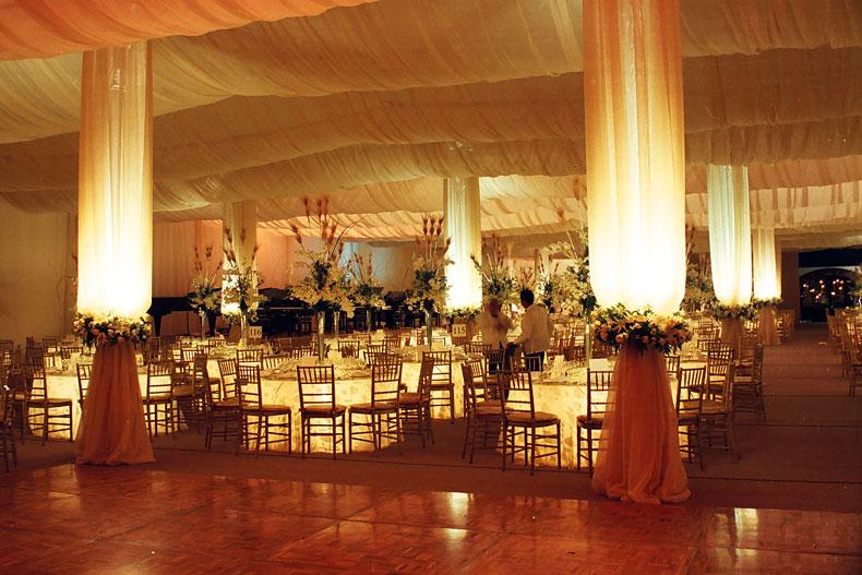 Banquetes valeria galer a for Decoracion jardin noche