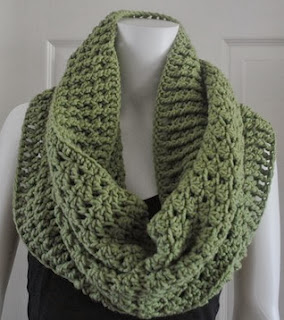 http://translate.googleusercontent.com/translate_c?depth=1&hl=es&rurl=translate.google.es&sl=auto&tl=es&u=http://www.cre8tioncrochet.com/2013/07/bulky-stacked-shell-cowl-and-shrug/&usg=ALkJrhjy84gUe1Gc5h9IibWNZji7StAJiQ