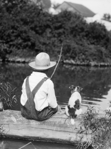 Bon Jeudi H-armstrong-roberts-1920s-1930s-farm-boy-wearing-straw-hat-and-overalls-sitting-on-log-with-spotted-dog-fishing-in-pond