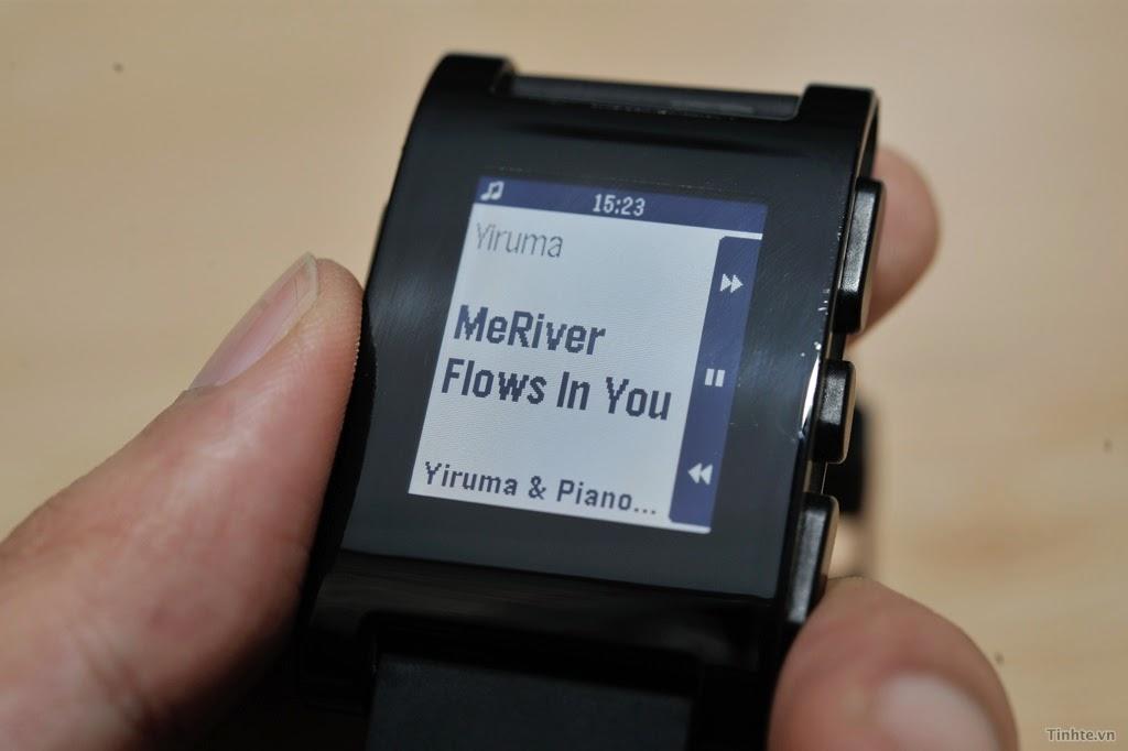 Đồng hồ Pebble Smartwatch quai nhựa giá rẻ