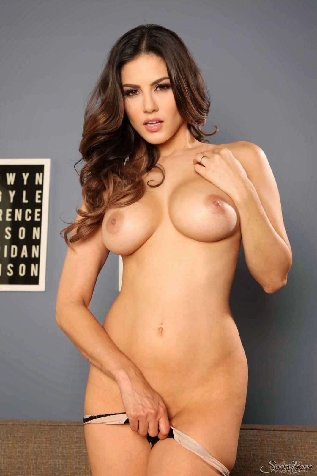 http://xxxpronworld.com/sunny-leone-show-sexy-boobs-pussy/