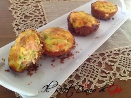 piccole cheesecake salate con salmone affumicato e porri