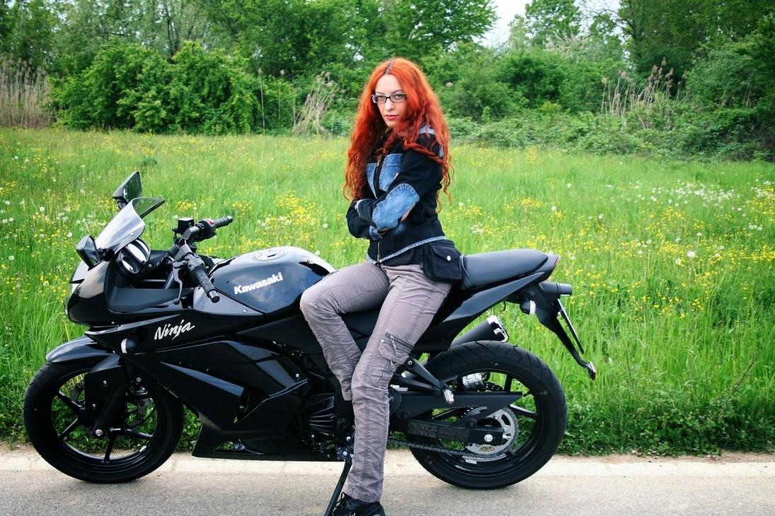 kali ini seputar Kumpulan Photo Biker Cewek Cantik Naik Motor