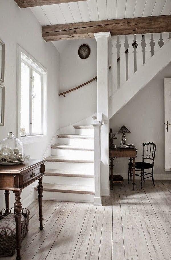 Luminaire Bois Et Blanc : Cette maison danoise d?cor?e en blanc et en bois naturel est bien