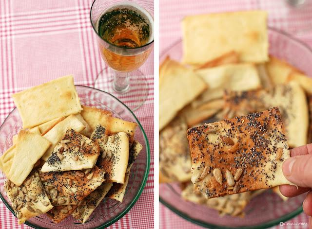 Dip de pan lavash con cebolla confitada con pasas y azafrán