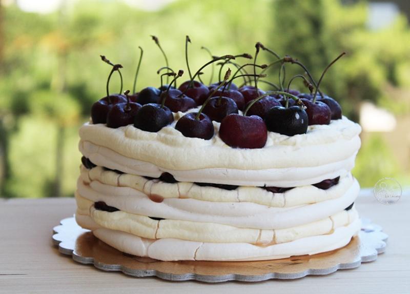 meringata con chantilly e ciliegie (senza glutine)