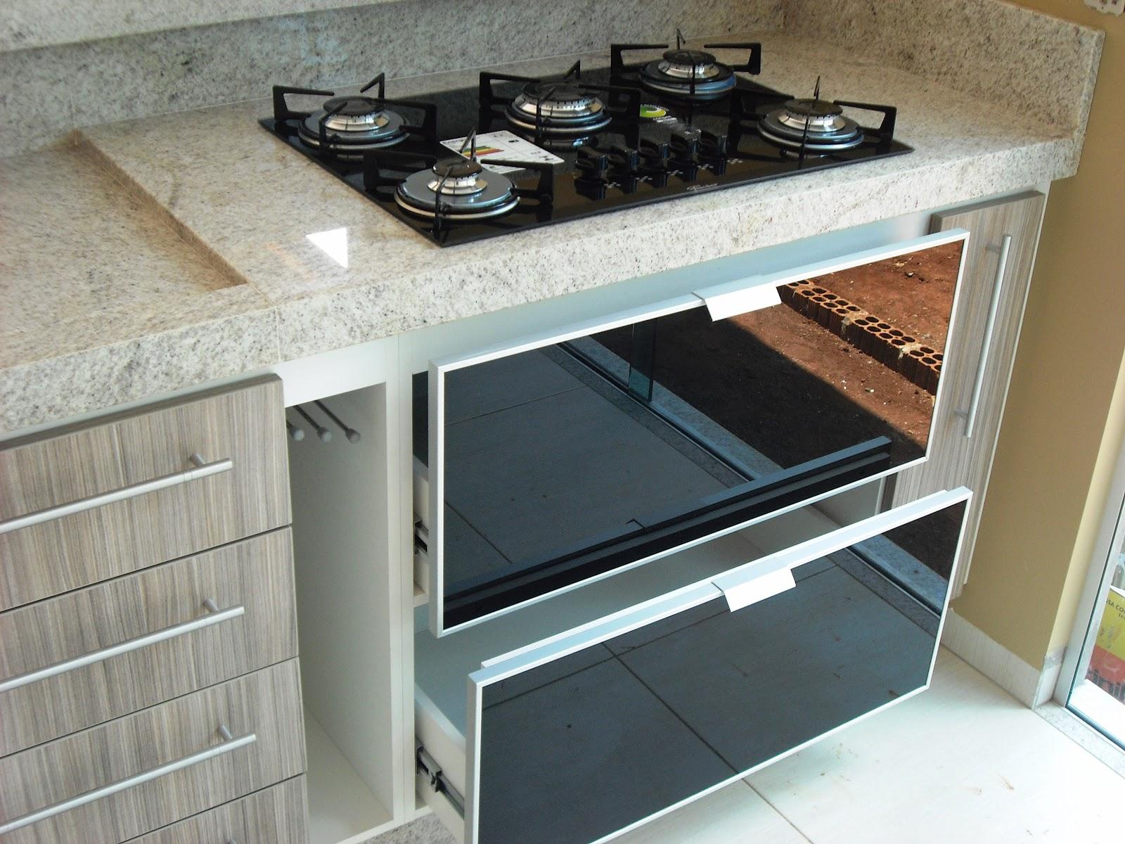 Granitos (67) 3247 5366: Cozinha em MDF com Granito Branco Itaunas #704D36 1600 1200