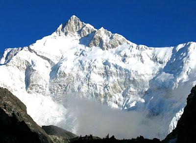 Kangchenjunga        Lokasi : Nepal - India        Tinggi : 8586 m