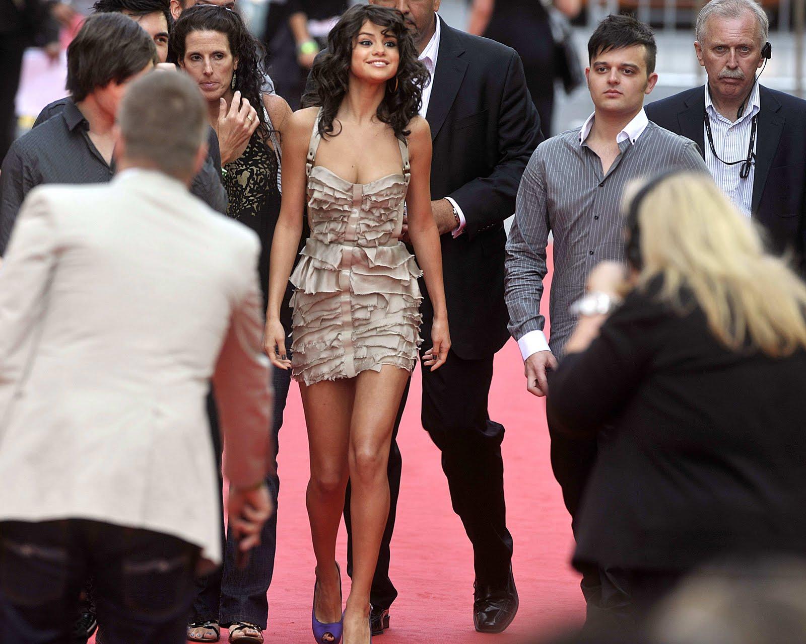 http://4.bp.blogspot.com/-U48zdGM_I8k/TgK9I4gt0tI/AAAAAAAAA0c/ZJYtwQRlNzc/s1600/Selena+Gomez+%25E2%2580%2593+MuchMusic+Video+Awards+2011+%25281%2529.jpg