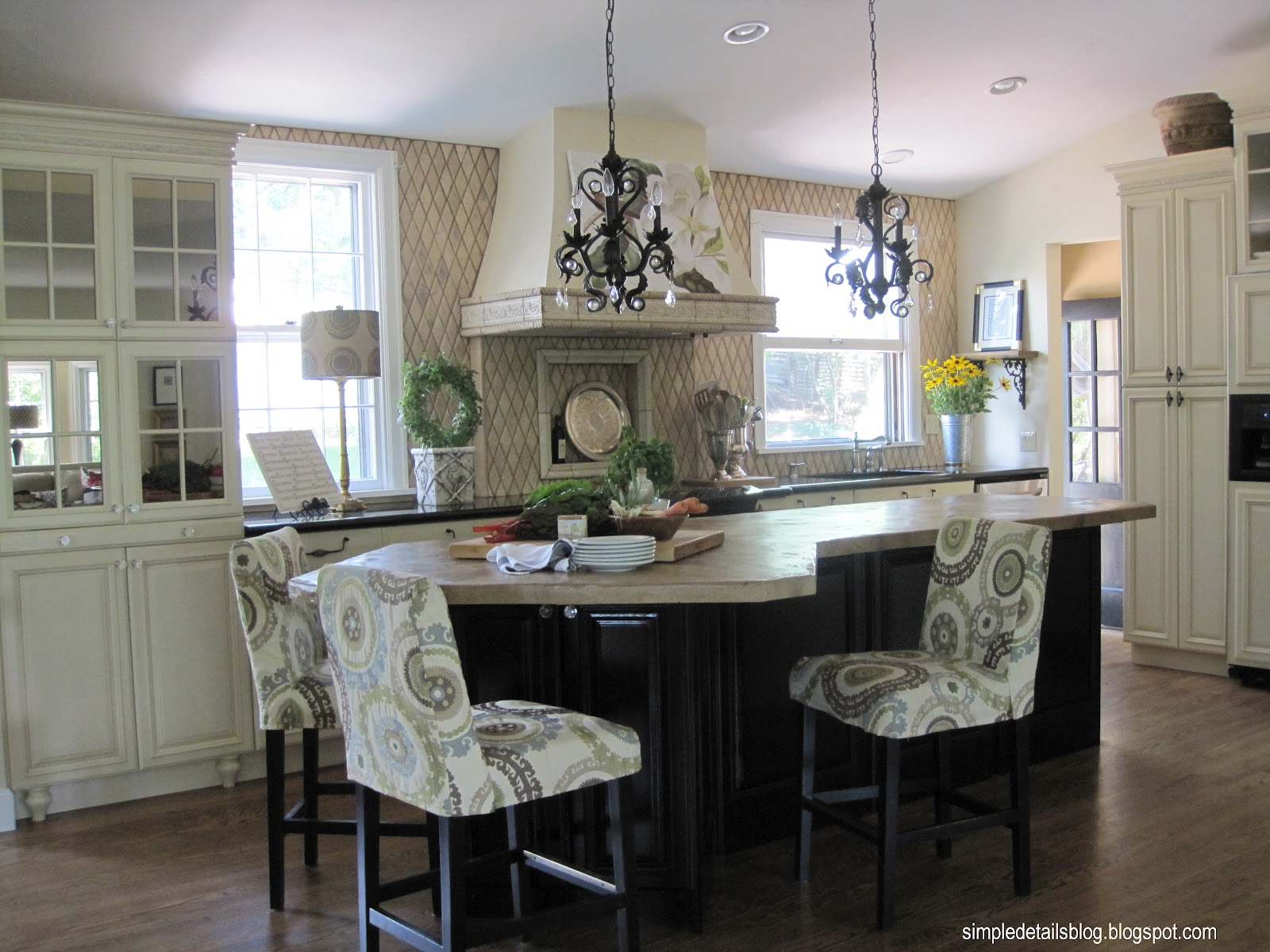 Kitchens without Upper Cabinets