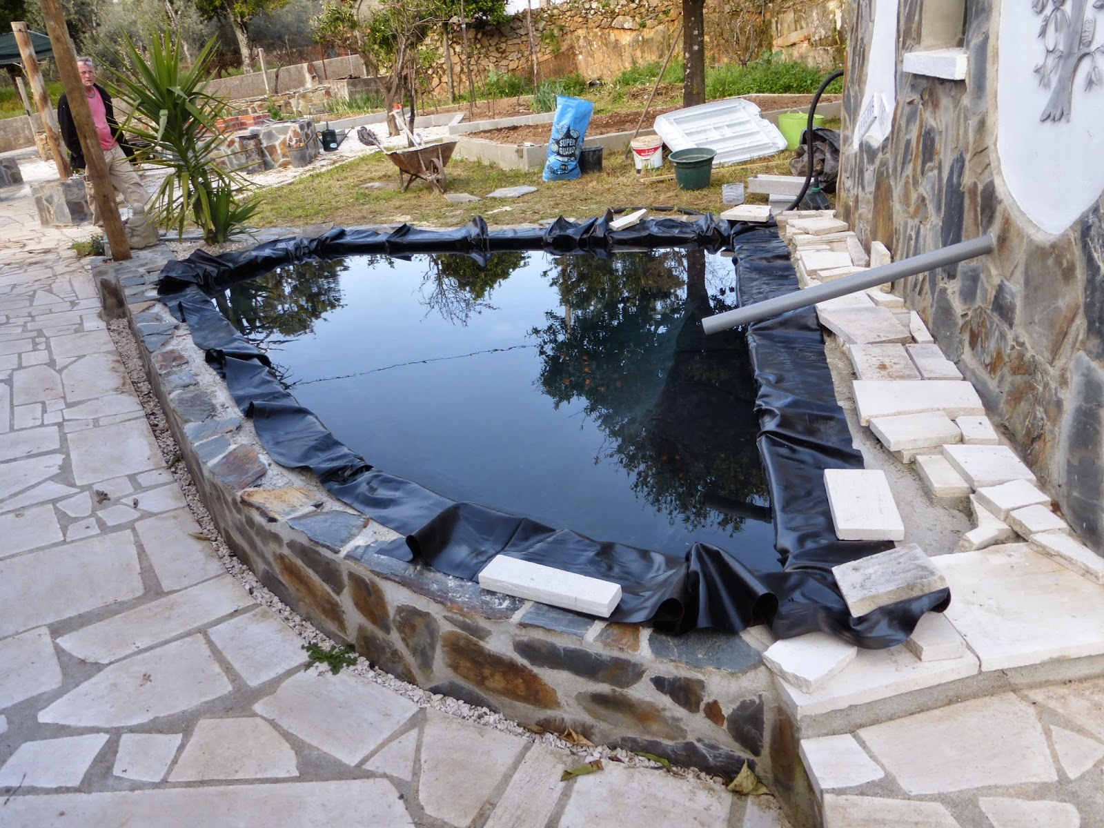 Caz and rob 39 s renovation in portugal garden fish pond for Filling in a pond