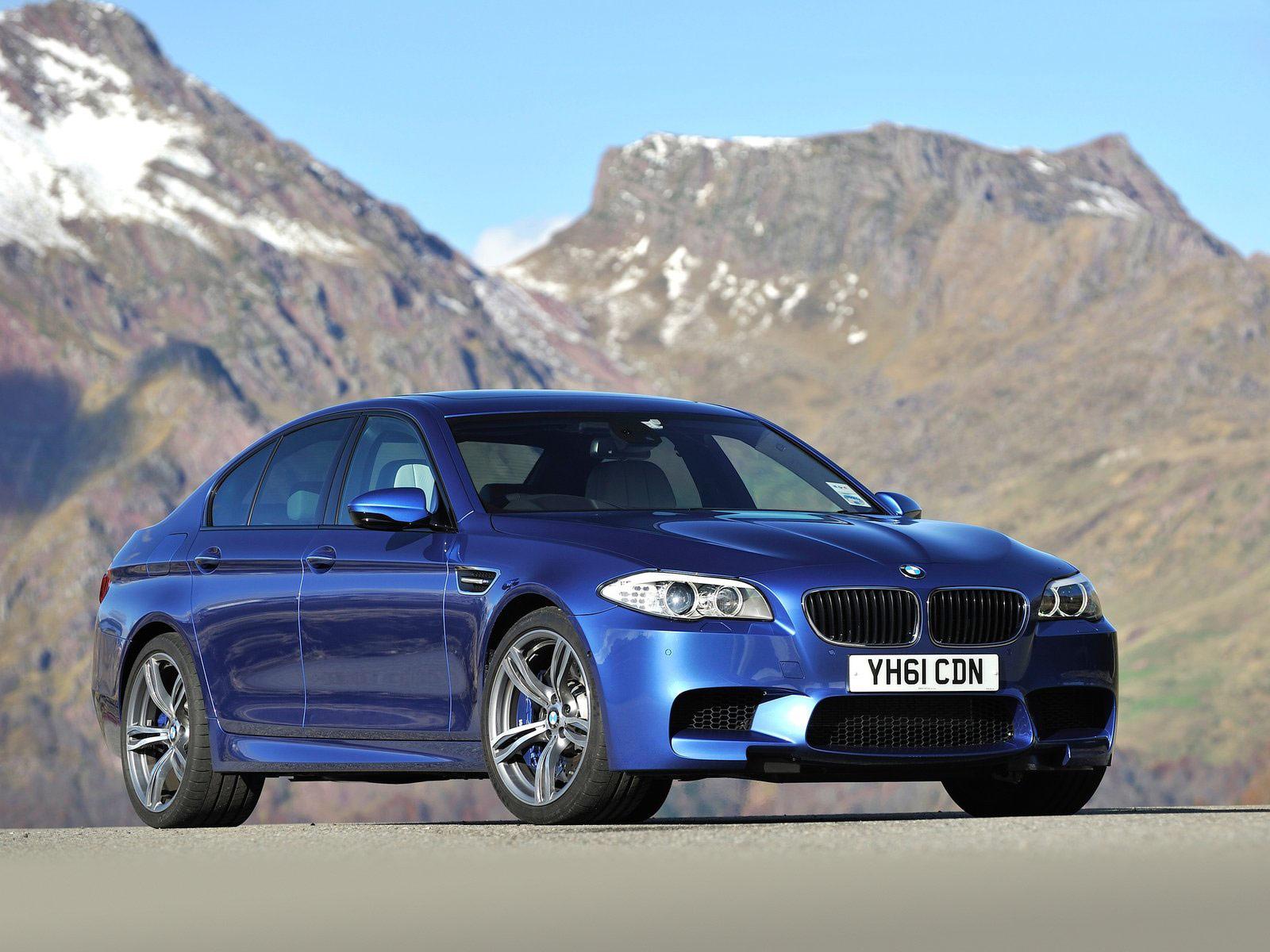 mobil BMW M5 UK 2012