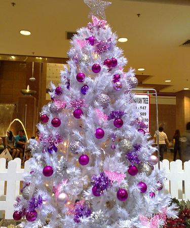 Decora o de natal rvore colorida cores da casa - Decoracion arbol de navidad blanco ...
