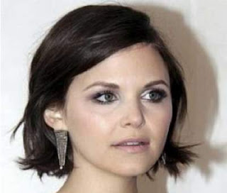 model potongan rambut pendek wanita wajah bulat quick wavy