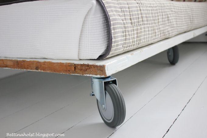 Vores daybed lavet af en gammel dør - diy
