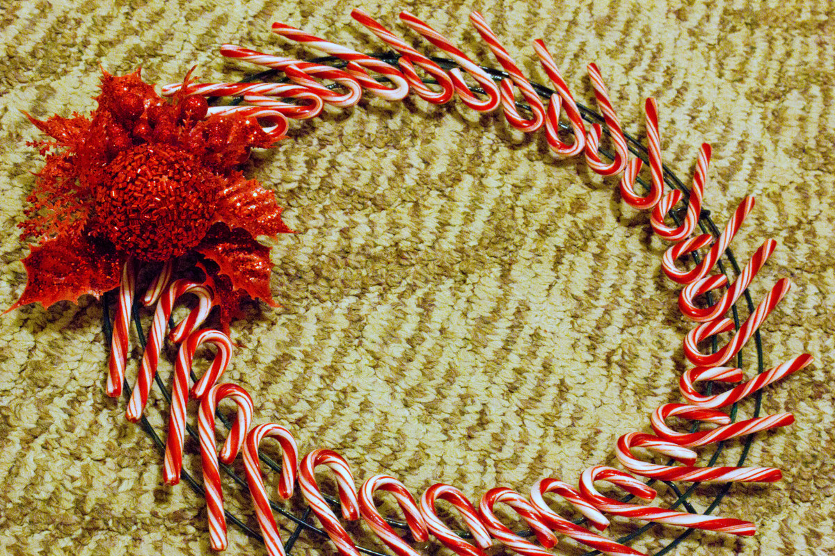i got that sparkly red pick from hobby lobby on their pre christmas clearance i just wrapped the wire on and its not very sturdy - Wire Wreath Frame Hobby Lobby