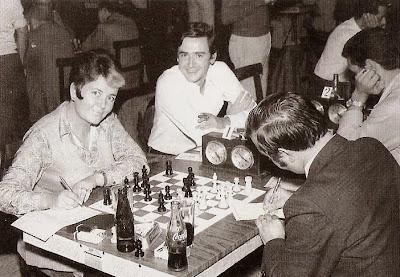 Pepita Ferrer jugando el Campeonato de España por Equipos con el Club ajedrez Tarragona en 1971