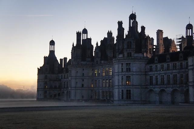 chateau chambord, france, sunrise, dawn, mist