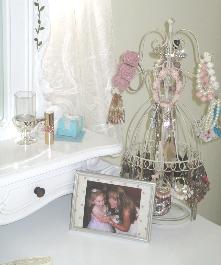 String Lights For Dressing Table : MummysShoes: Frivolous Friday: Shabby Chic Dressing Table