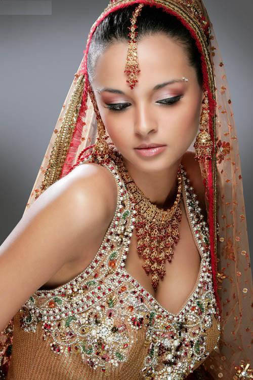 Hindu Bridal Makeup Pictures : indian bridal makeup tips She Fashions