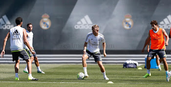 afd5c8beb5f Toni Kroos Trains in Adidas Adipure 11pro Boots in First Real Madrid  Training