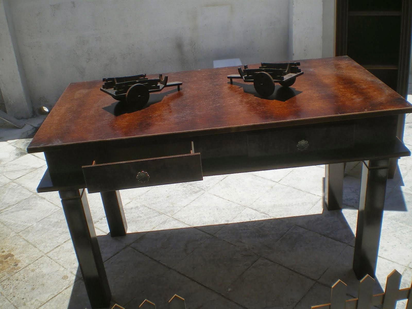 mesa com gavetas