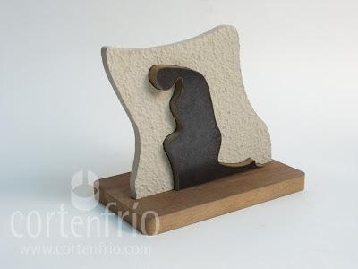 corte por agua trofeo escultura premio piedra madera hierro
