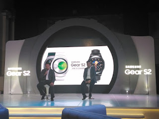 Pak Seto Anggori dan pak Gregory Auhusta selaku Product Marketing Manager Samsung