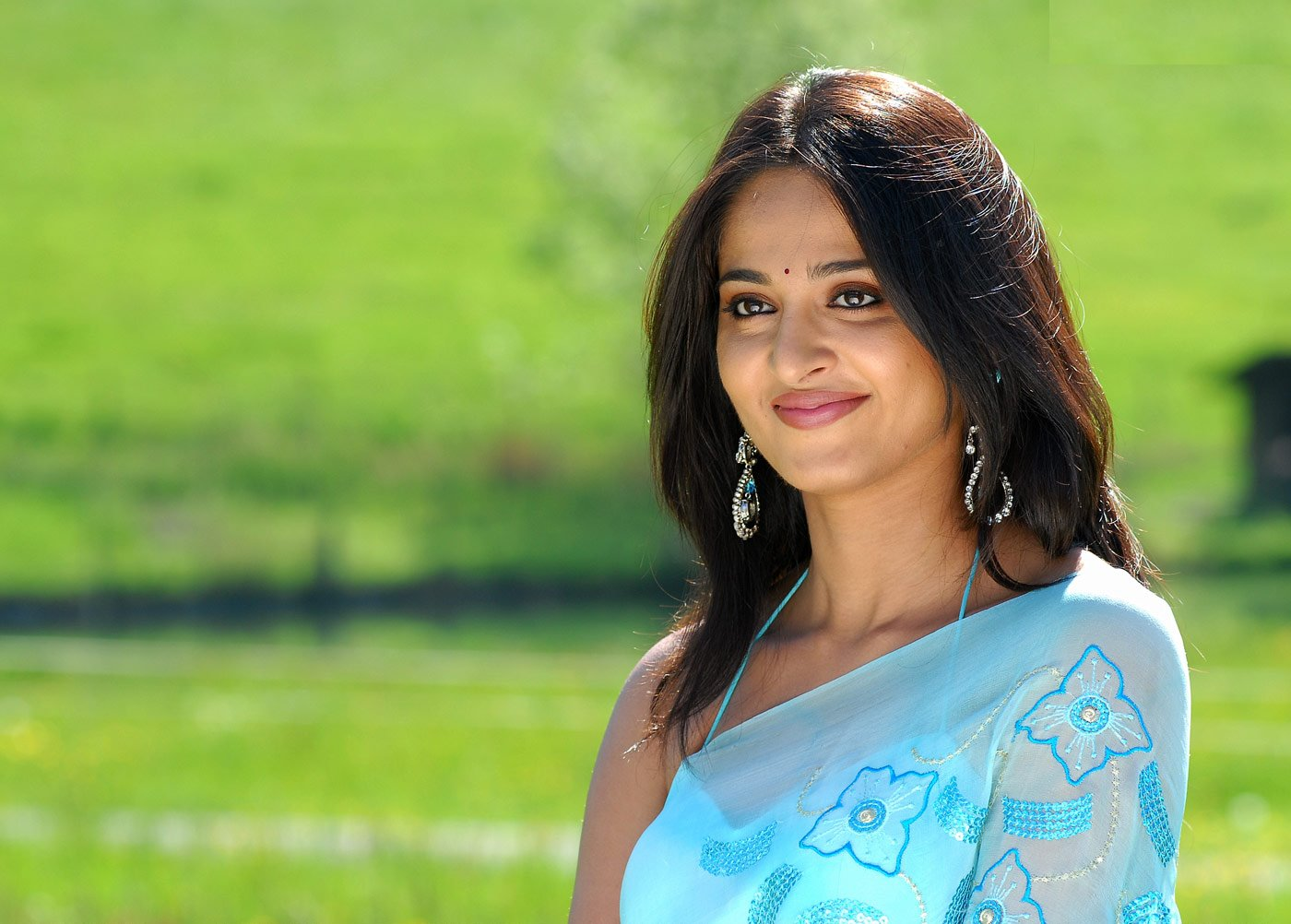 Onushka Hot heroine nude images indian madraje