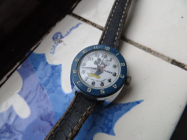 Fotografia Macro de Relógio Timex com tema Mickey. Relógio para criança